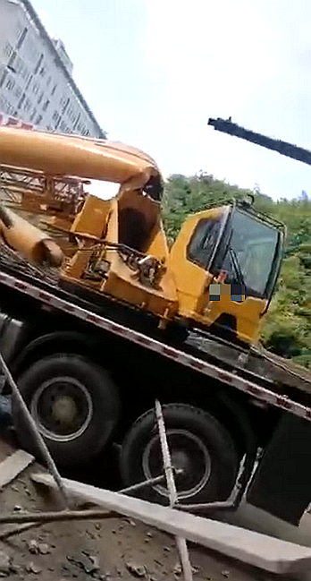 施工升降机运输安装及拆除有哪些危险源?_2