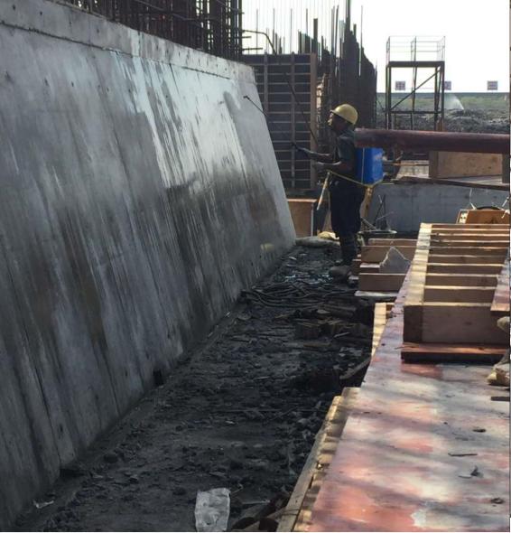 闸首大体积混凝土的裂缝控制工艺创新-喷涂养生液养护
