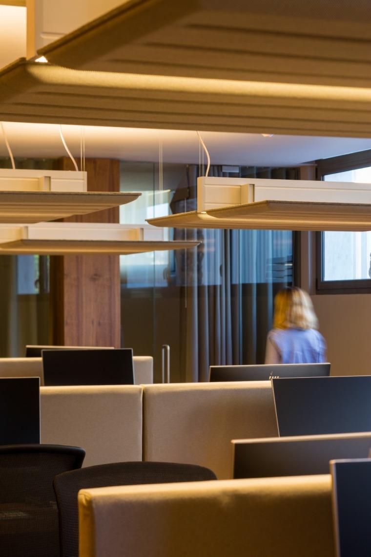 西班牙房产开发商somium总部办公室室内实景图 (1)