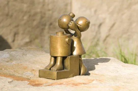 他设计了受全世界欢迎的雕塑,却也引人深思_53