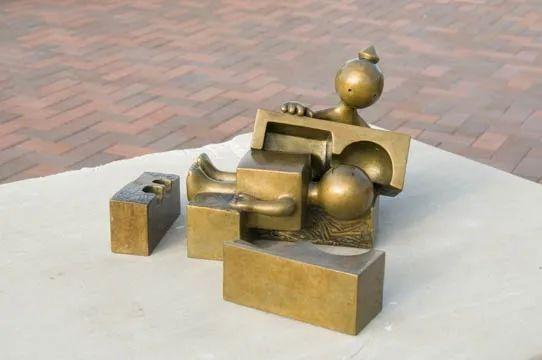他设计了受全世界欢迎的雕塑,却也引人深思_54