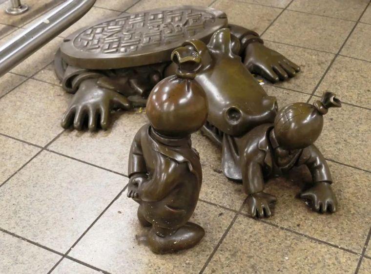 他设计了受全世界欢迎的雕塑,却也引人深思_61