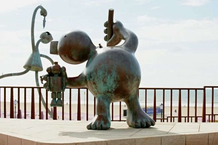 他设计了受全世界欢迎的雕塑,却也引人深思_3