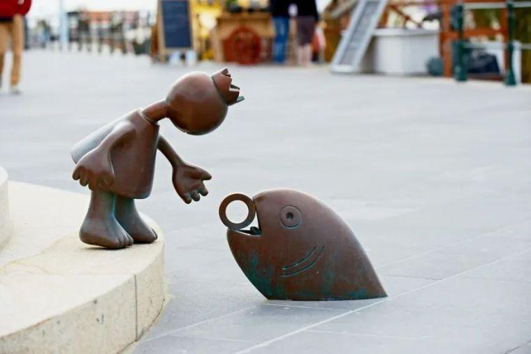 他设计了受全世界欢迎的雕塑,却也引人深思_2