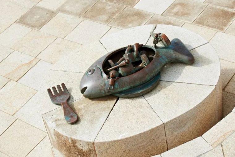 他设计了受全世界欢迎的雕塑,却也引人深思_5