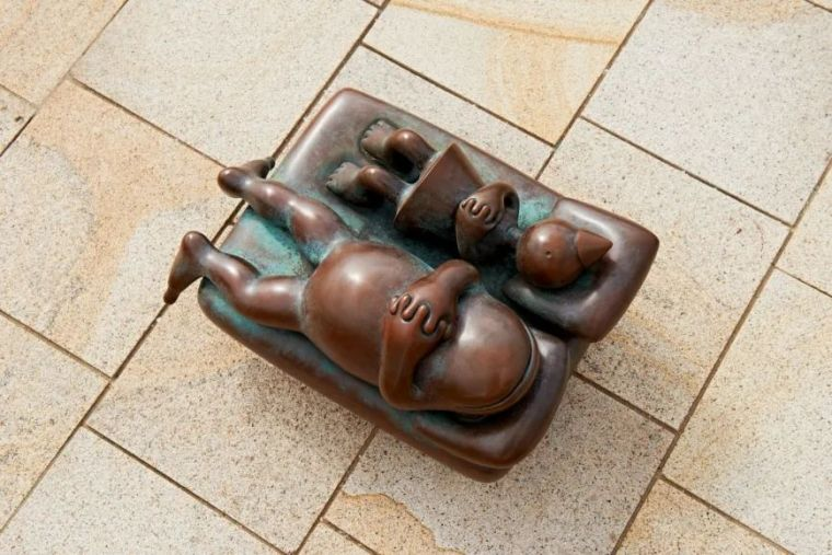 他设计了受全世界欢迎的雕塑,却也引人深思_4