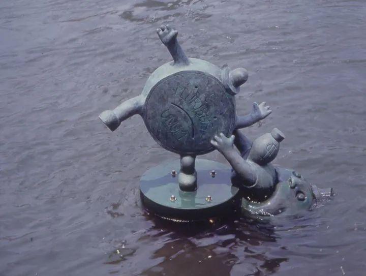 他设计了受全世界欢迎的雕塑,却也引人深思_37