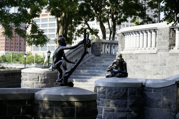 他设计了受全世界欢迎的雕塑,却也引人深思_40