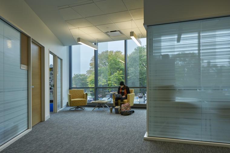 美国韦伯斯特大学布朗宁厅跨科学大楼内部实景图