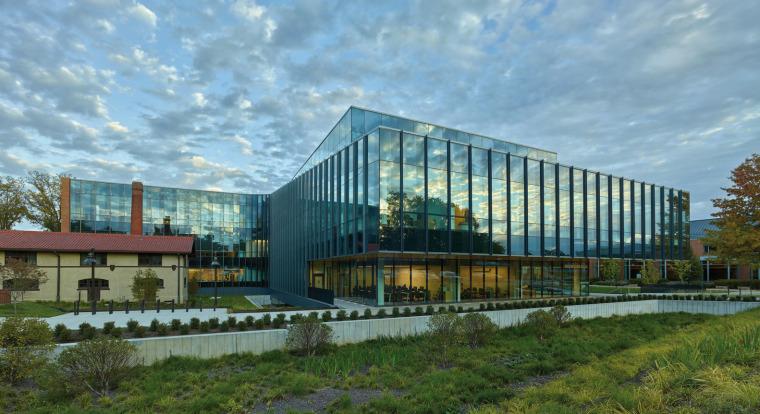 美国韦伯斯特大学布朗宁厅跨科学大楼外部实景图4