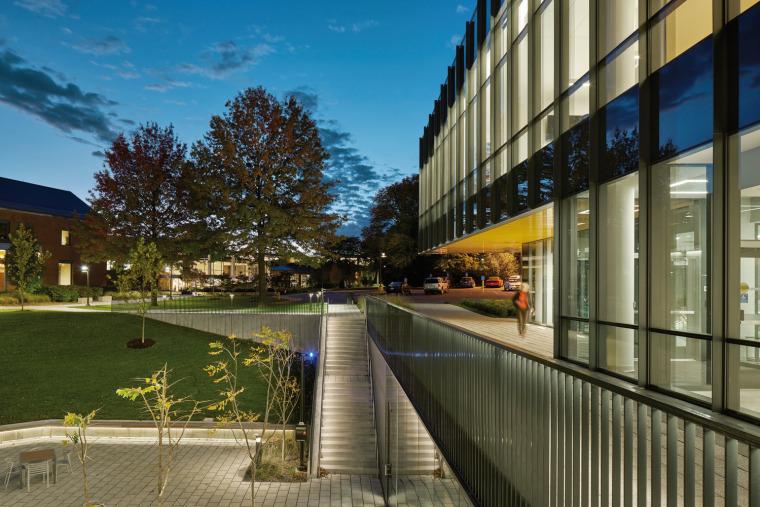 美国韦伯斯特大学布朗宁厅跨科学大楼外部实景图8