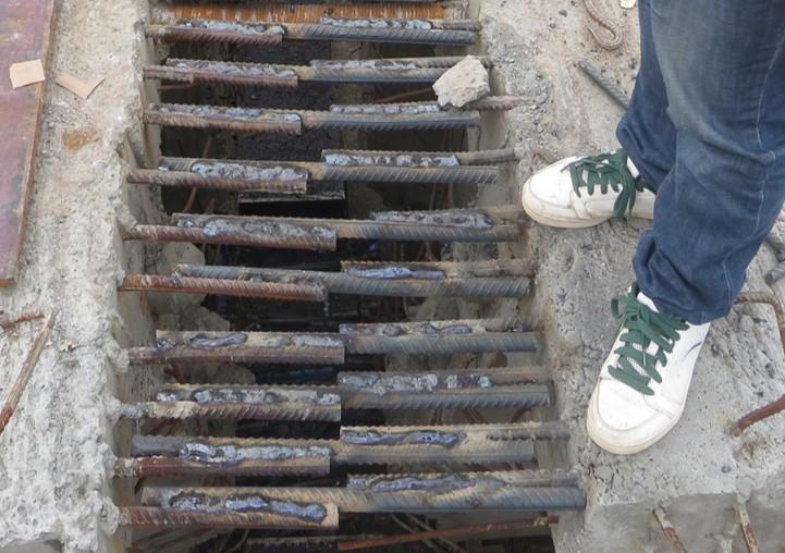 跨铁路桥梁箱梁架设及桥面铺装施工方案-箱梁的支撑与连接