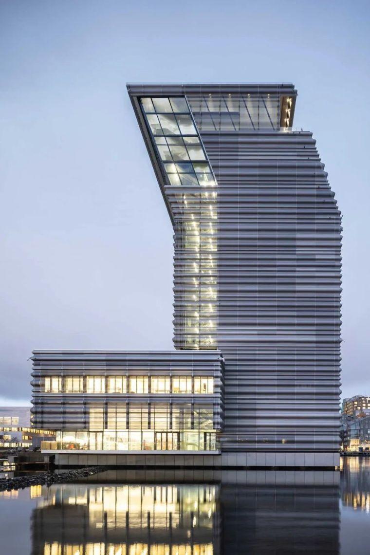 耗资20亿的博物馆,穿孔铝板倾斜立面太酷_6