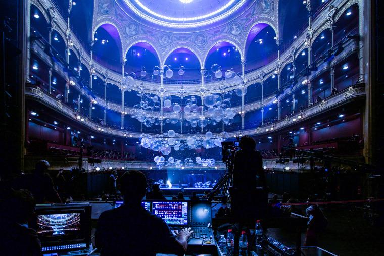 法国Variations剧院装置实景图4
