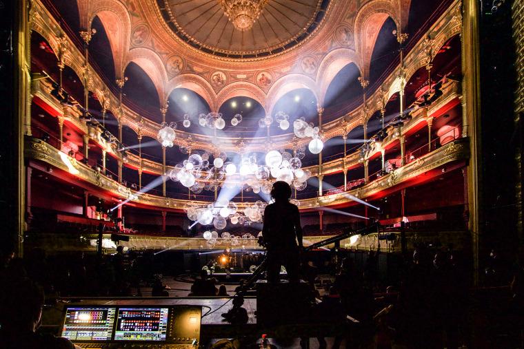 法国Variations剧院装置实景图7