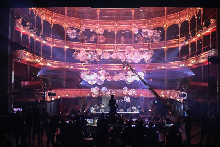 法国Variations剧院装置实景图8
