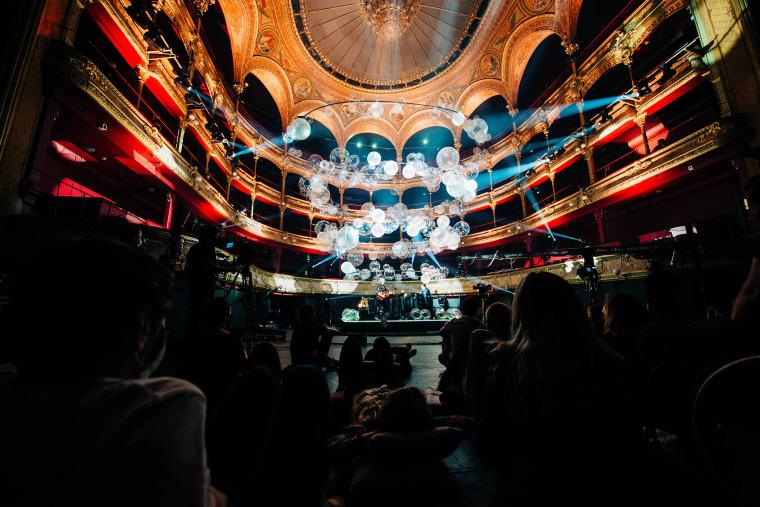 法国Variations剧院装置实景图9