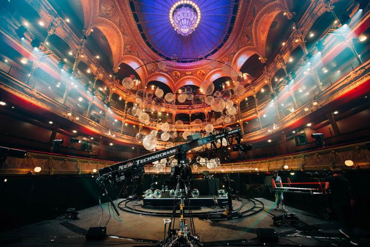 法国Variations剧院装置实景图10