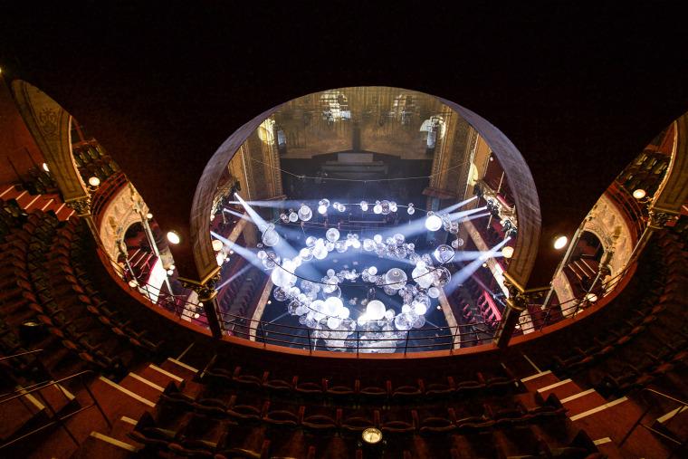 法国Variations剧院装置实景图11