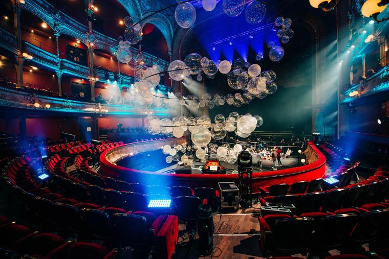 法国Variations剧院装置实景图15