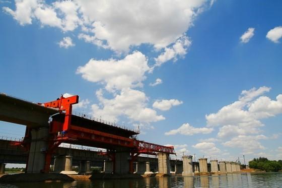 高速铁路桥梁施工和悬浇梁管理(ppt)-移动式模架现浇