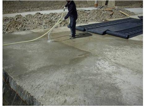 预铺式自粘防水卷材施工工艺-清理基层