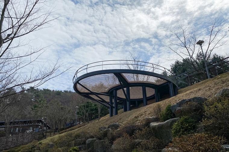 韩国大型休闲吊床装置实景图