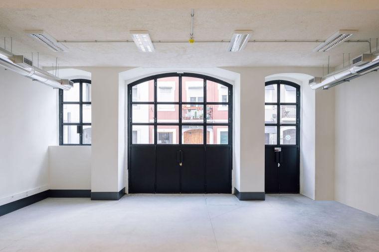 葡萄牙旧的四层锡工厂改建办公空间室内实景图1