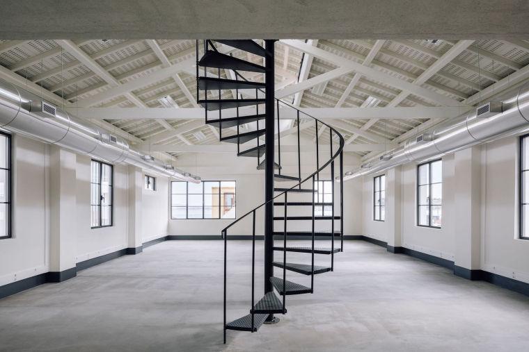葡萄牙旧的四层锡工厂改建办公空间室内实景图2