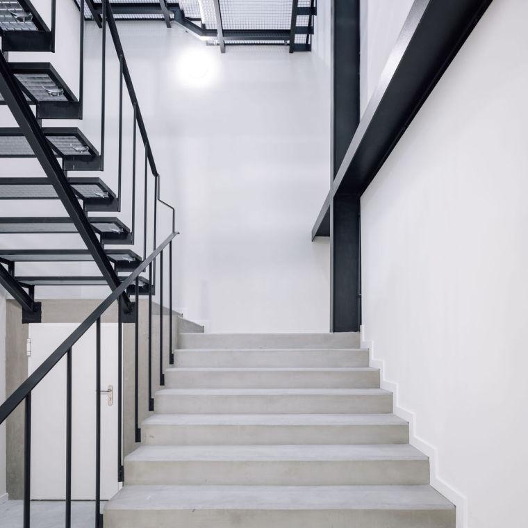 葡萄牙旧的四层锡工厂改建办公空间室内实景图4