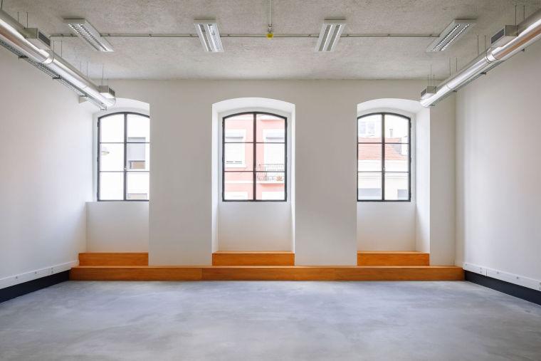 葡萄牙旧的四层锡工厂改建办公空间室内实景图9