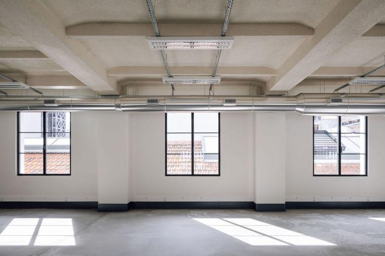 葡萄牙旧的四层锡工厂改建办公空间室内实景图7