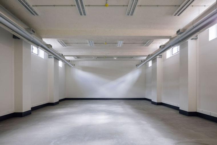 葡萄牙旧的四层锡工厂改建办公空间室内实景图10
