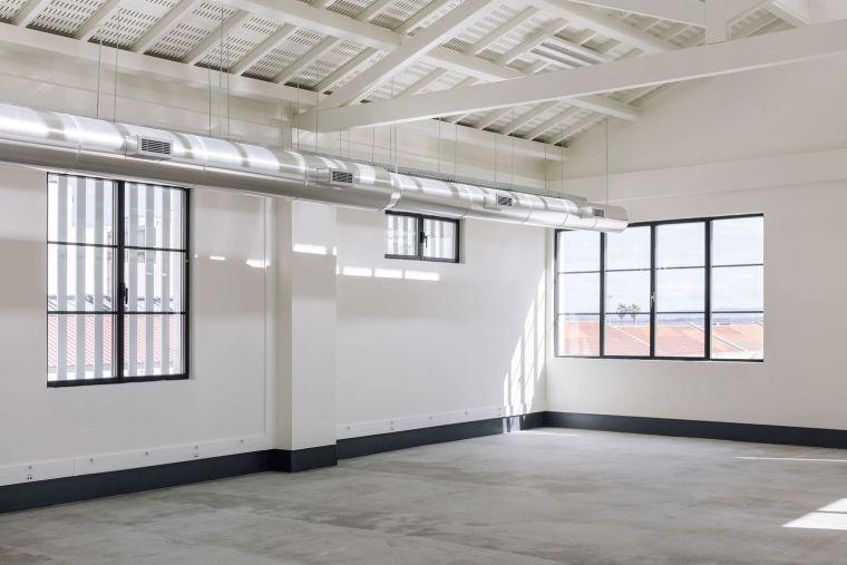 葡萄牙旧的四层锡工厂改建办公空间室内实景图12
