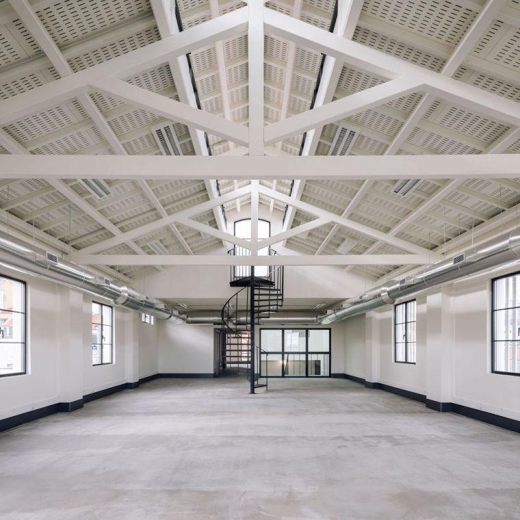 葡萄牙旧的四层锡工厂改建办公空间室内实景图11