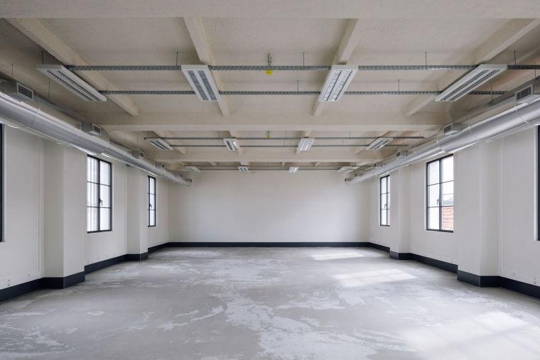 葡萄牙旧的四层锡工厂改建办公空间室内实景图14