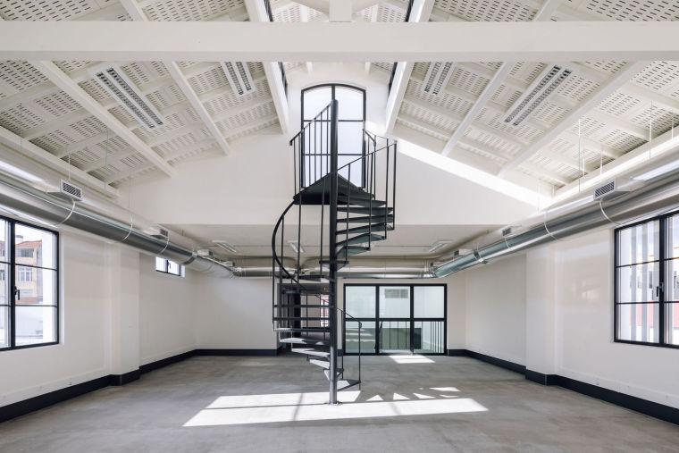 葡萄牙旧的四层锡工厂改建办公空间室内实景图15