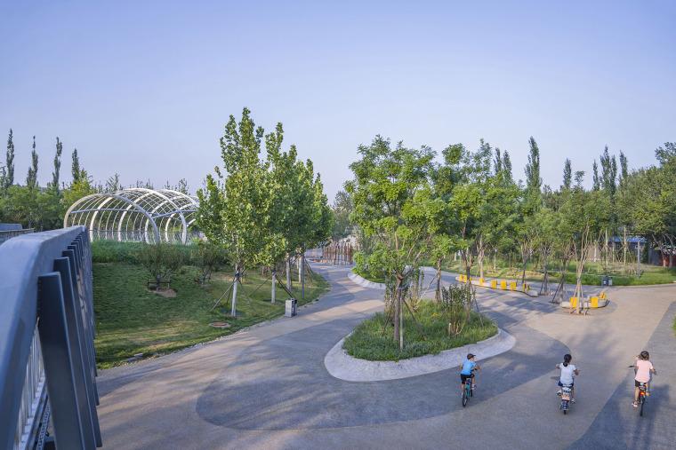 北京西长安街文化艺术公园实景图2