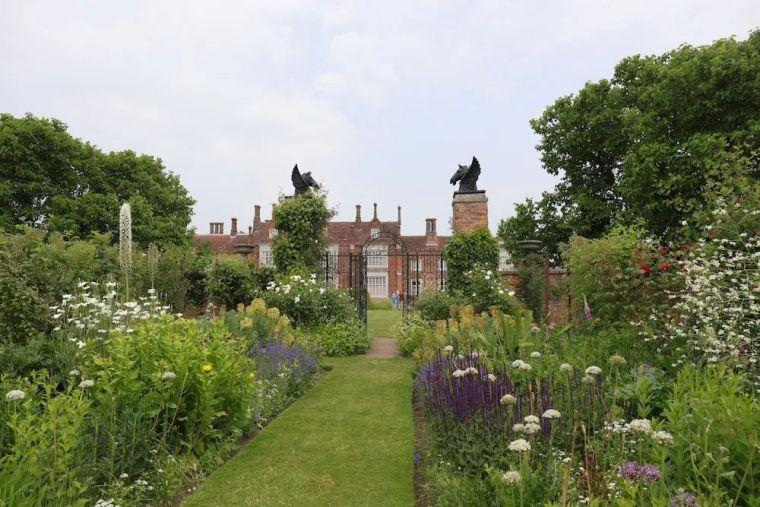 花园比房子还好看的古堡,园林设计绝了_16