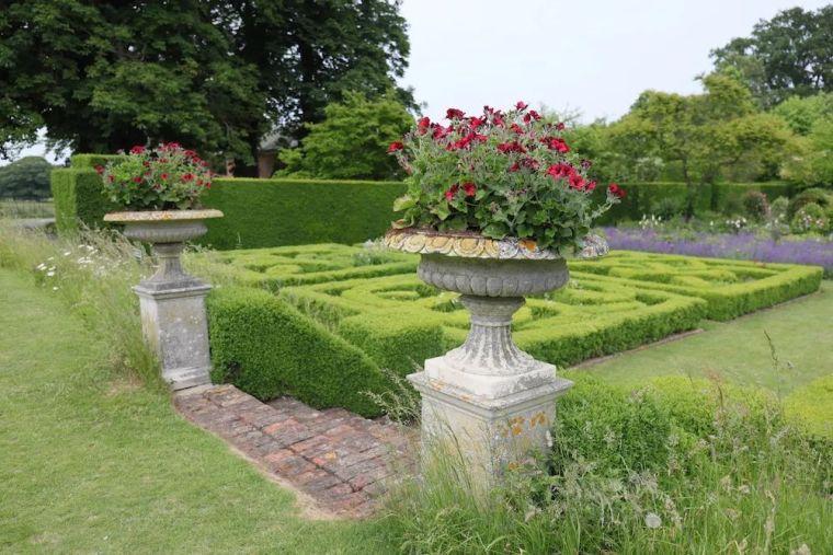 花园比房子还好看的古堡,园林设计绝了_29