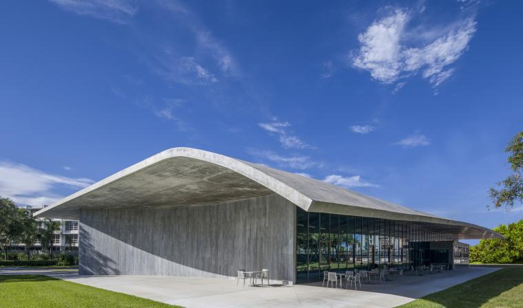 美国迈阿密大学建筑学院外部实景图1