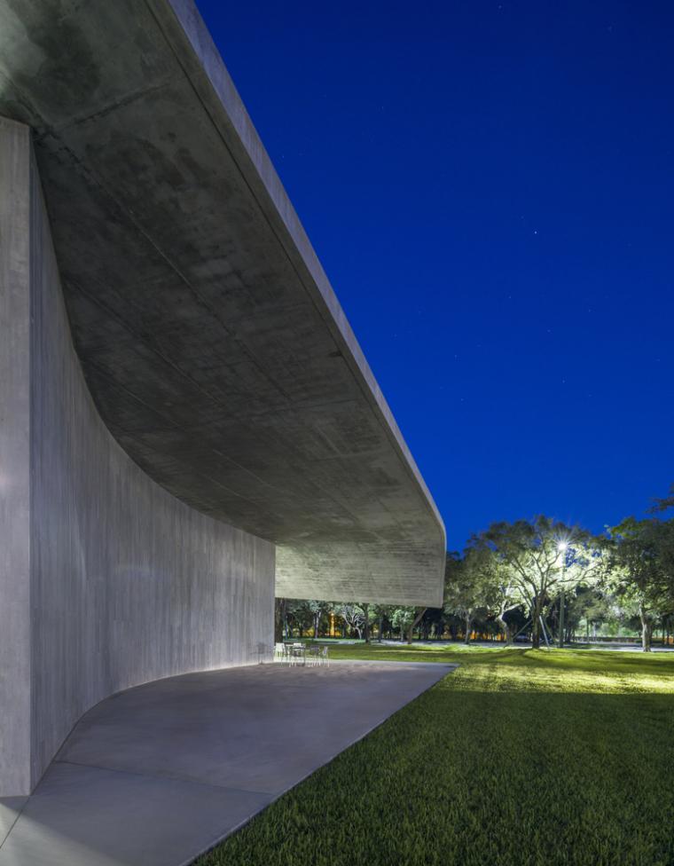 美国迈阿密大学建筑学院外部实景图9