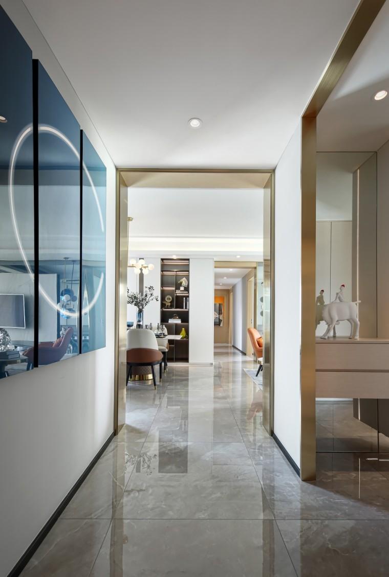 现代轻奢风的居住空间室内实景图