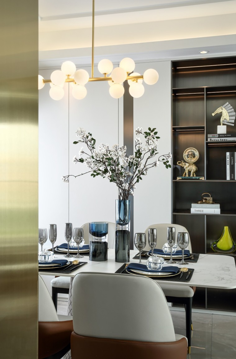 现代轻奢风的居住空间室内实景图4