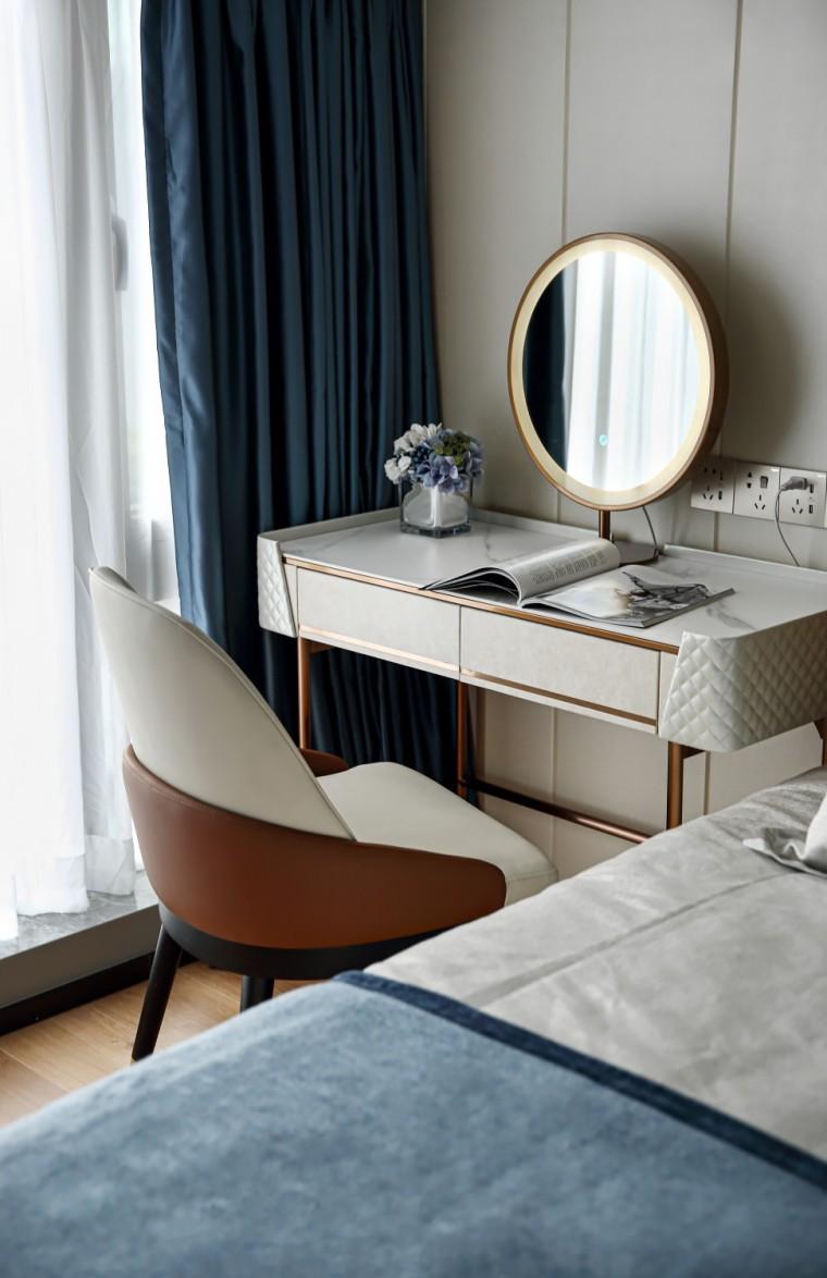 现代轻奢风的居住空间室内实景图9