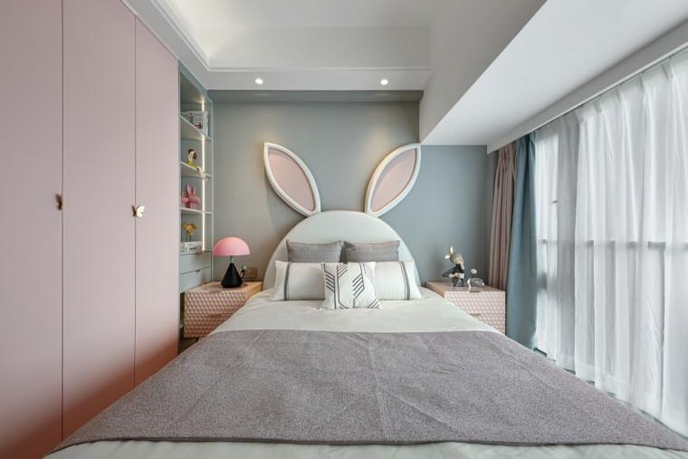 现代轻奢风的居住空间室内实景图11