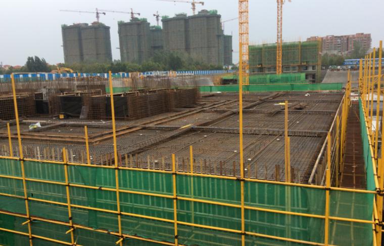 建筑工程施工项目参观优秀做法PPT-10 地库顶板钢筋绑扎