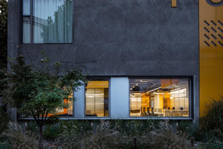 北京幼龙工作室办公楼外部实景图