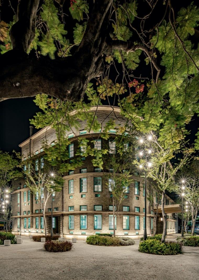 嘉义嘉义美术馆的广场实景图