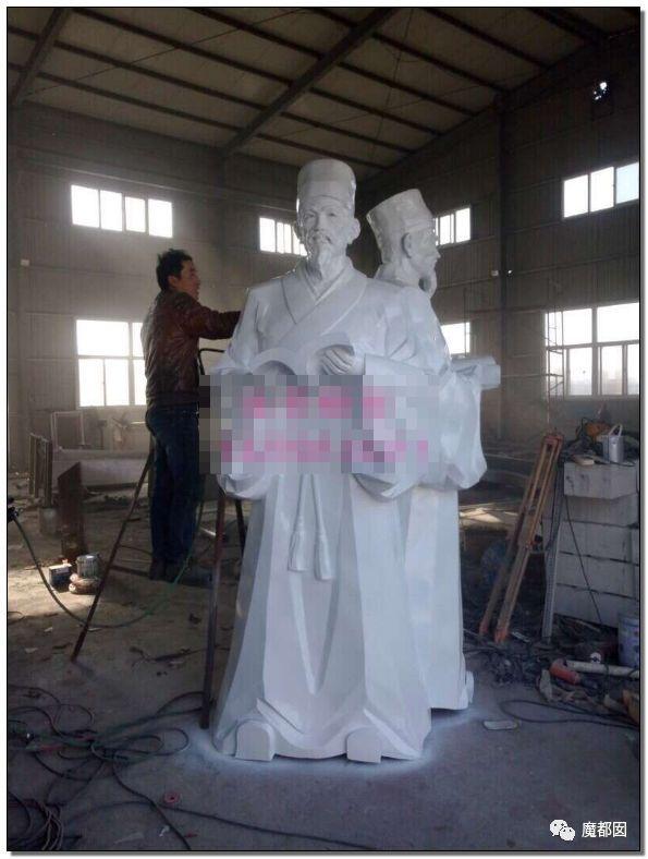 看看这些沙雕雕塑,实在是无法直视!_17